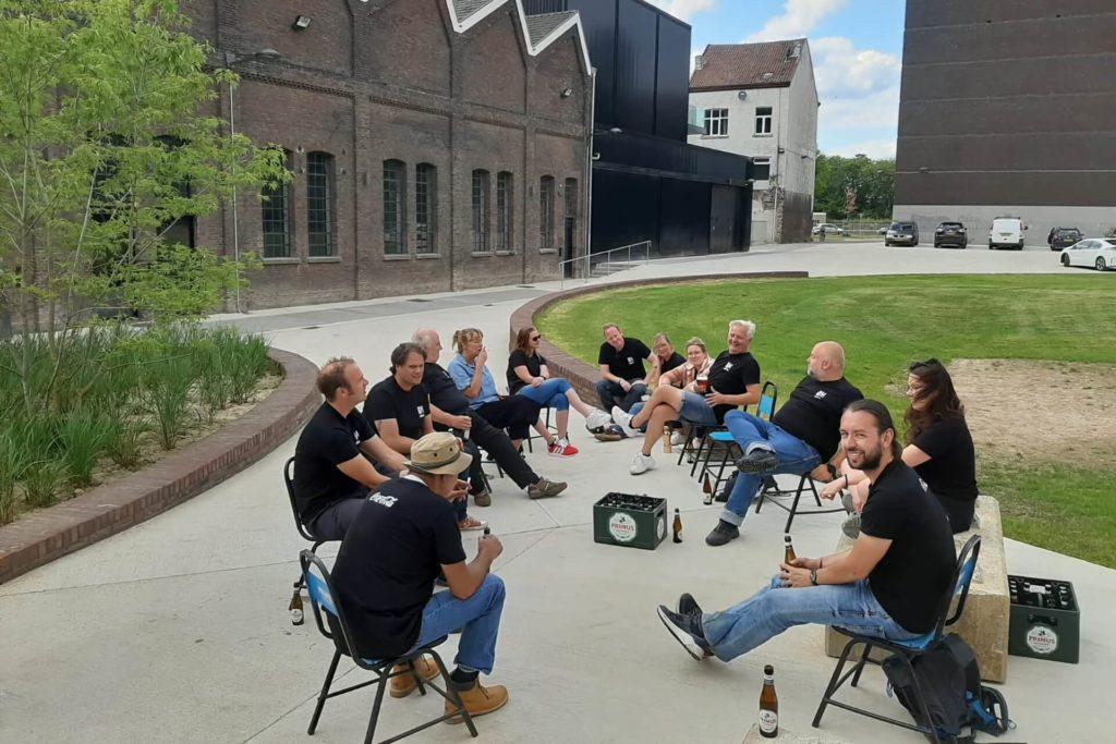 Vrijwilligers borrel tuin Muziekgieterij